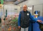 AH-medewerker Henk in de Retourette van Albert Heijn
