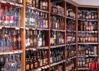 Een ruim assortiment wijnen, bieren en gedistilleerd